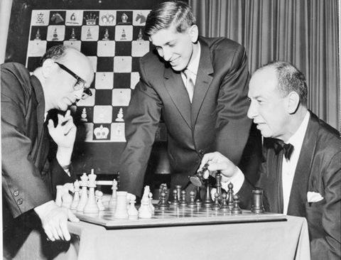http://www.joshmentzer.com/chess/files/reshevsky.fischer.1961.jpg